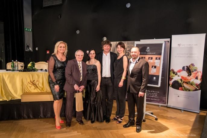 President of PETROF company Zuzana Ceralová Petrofová, with musician Jiří Suchý and chansonnier Dáša Zázvůrková, together with the jury of the competition Jitka Fowler Fraňková, Petr Malásek and Rostislav Čapek.